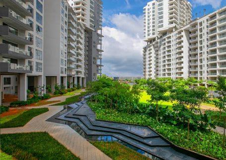 Embassy Lake Terraces – Luxury Sky Condominiums